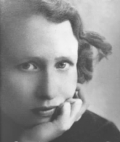 Closeup B&W photo portrait of Edna St Vincent Millay, with chin in hand.