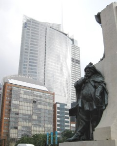 Statue of Falstaff in front of the Renzo Piano tower.