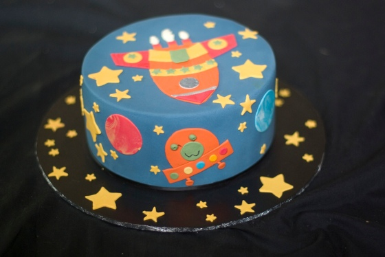 Cake decorated with a rocket ship and aliens
